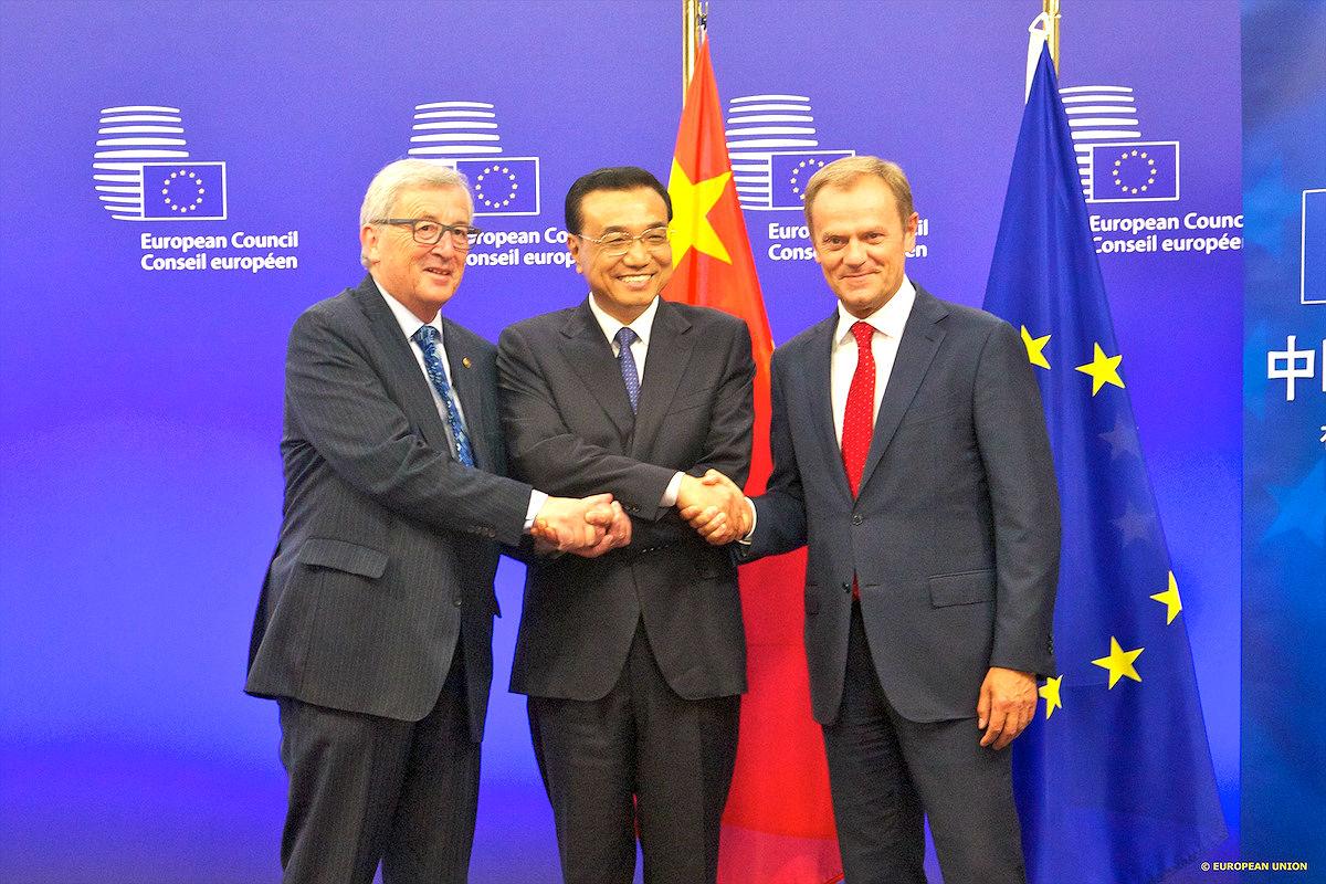 Donald Tusk, Jean-Claude Juncker, y Li Keqiang en la pasada Cumbre UE-China.