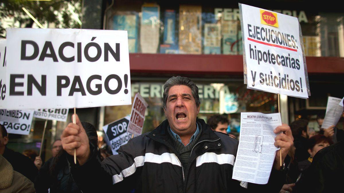 Manifestante de la plataforma antidesahucios. Foto: EFE)