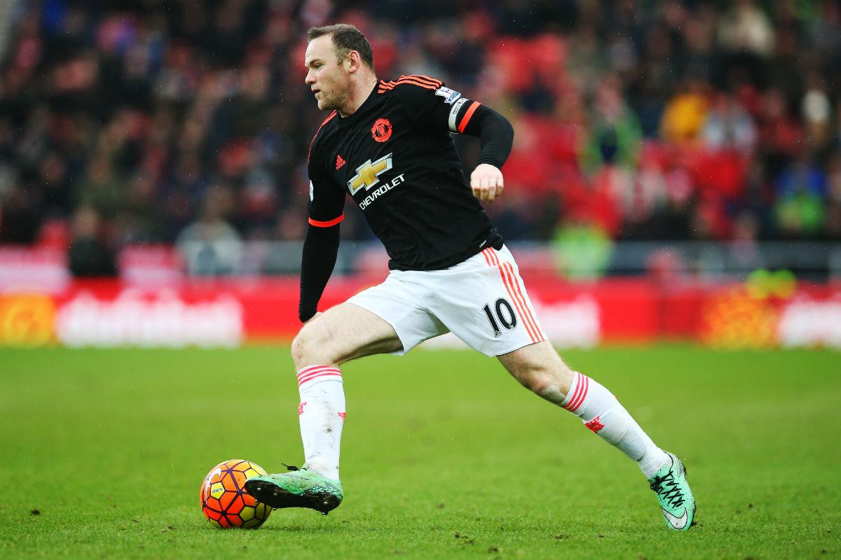 Rooney disputando un partido con el Manchester