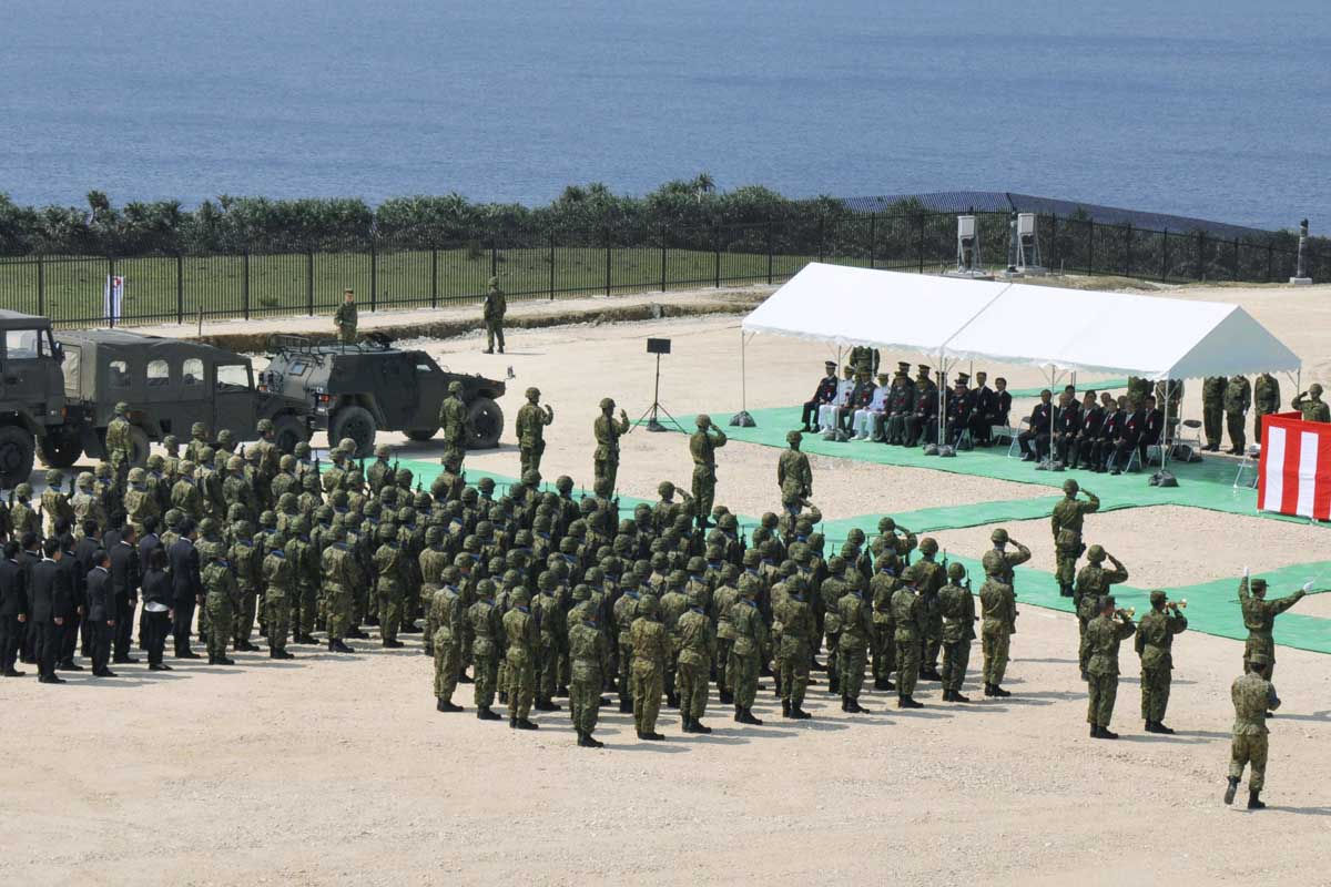 Fuerzas japonesas desplegadas en torno al nuevo radar (Foto: Reuters)