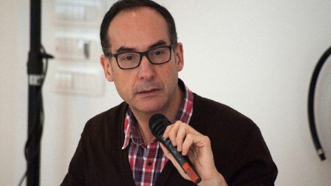 Mayer se va de rositas: fulminan al director de Actividades Culturales para tapar sus escándalos