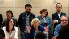 La alcaldesa Manuela Carmena y los concejales de Ahora Madrid. (Foto: OKDIARIO)