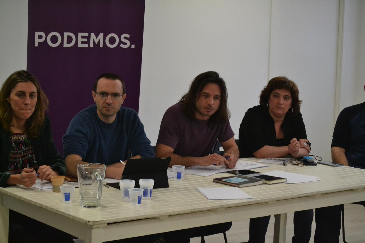 Miembros de Podemos Madrid en reunión. (Foto: OKDIARIO)