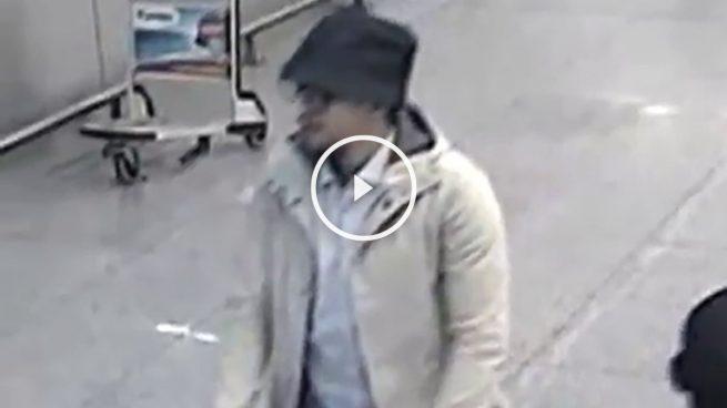 Bélgica difunde el vídeo de los terroristas del aeropuerto incapaz de identificar al del sombrero
