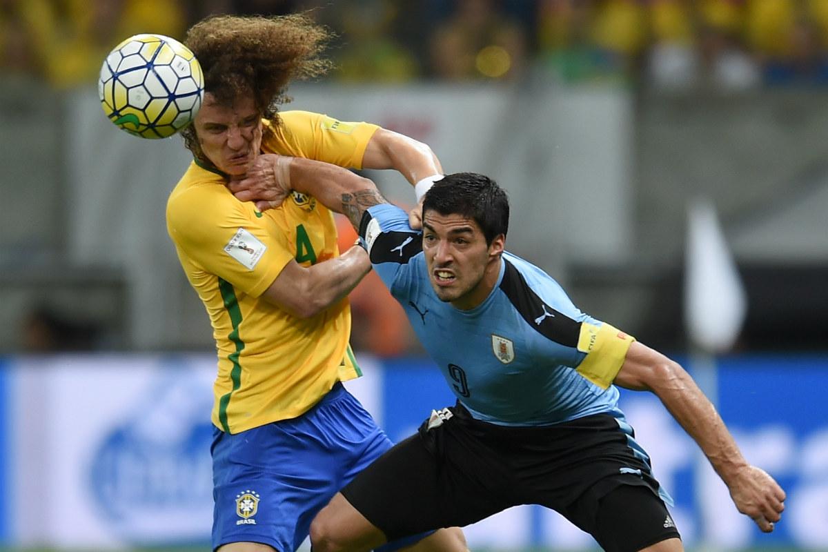 Luis Suárez se merendó a David Luiz en el choque. (Getty)