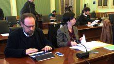La secretaria general del PSOE de Mallorca, Silvia Cano (a la derecha), en el Parlament (Foto: PSOE)