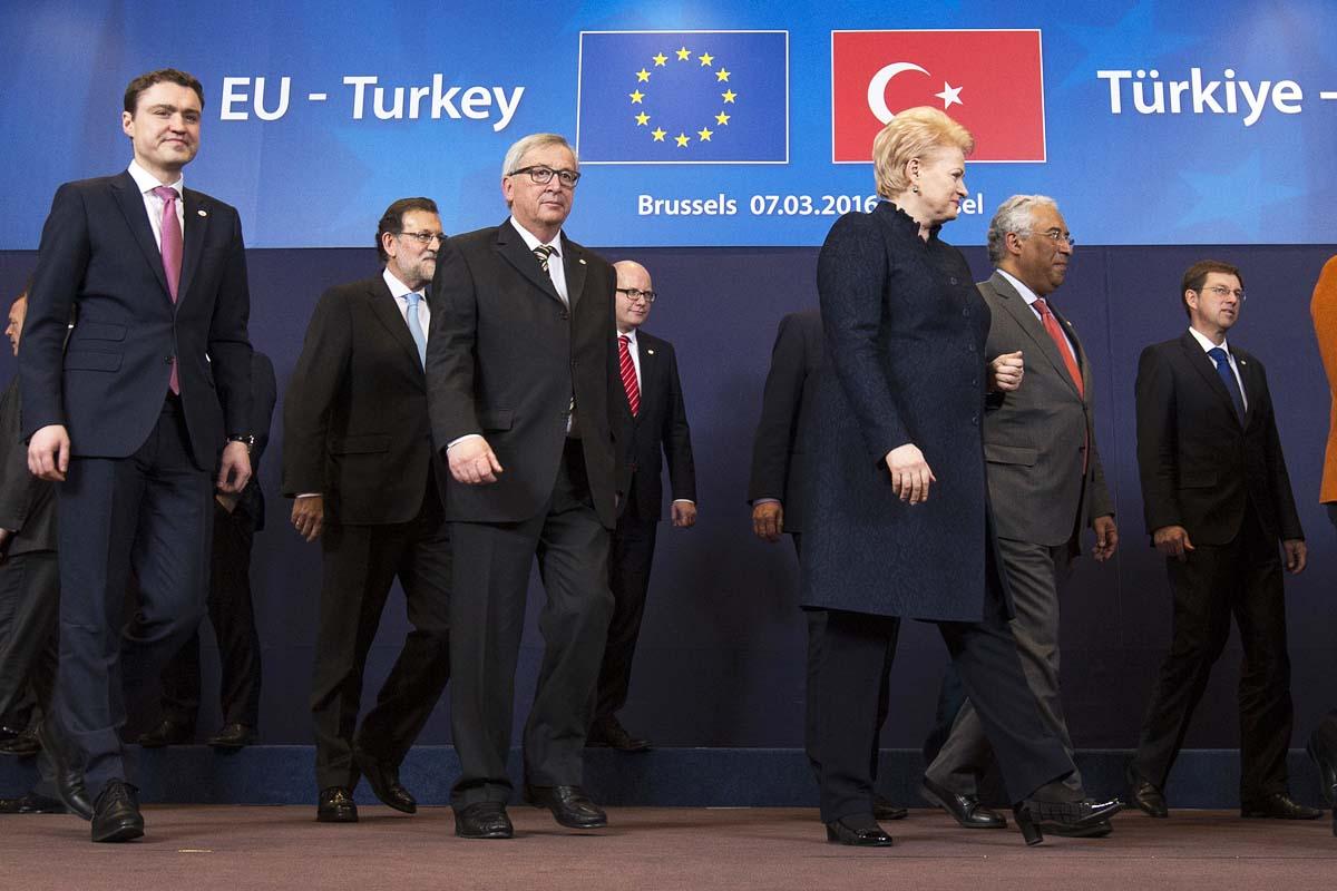 Los líderes europeos, Rajoy entre ellos, durante la cumbre de Ankara (Foto: Reuters)