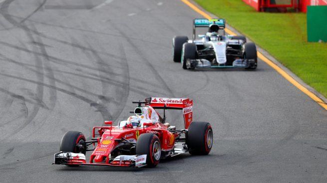 Vettel por delante de Rosberg (Getty)