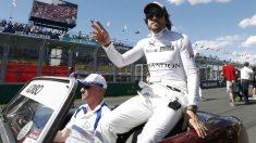 Fernando Alonso tiene esperanzas de volver a conducir un coche competitivo. (Reuters)