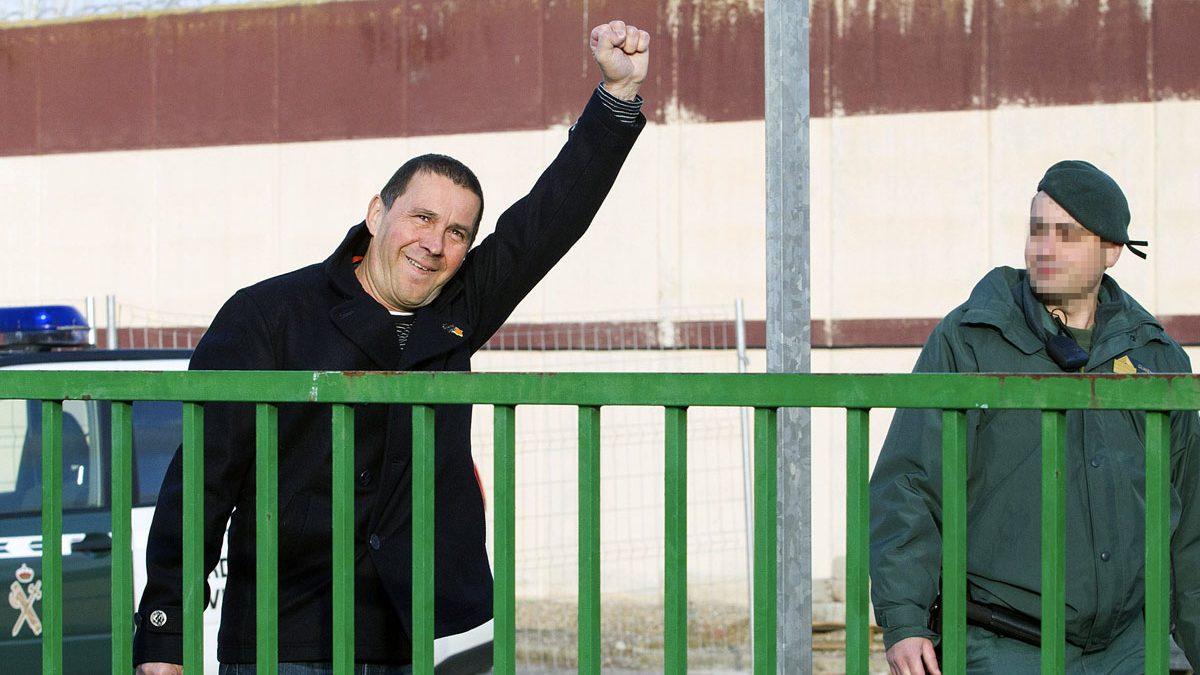 Otegi, eufórico a su salida de prisión. (Foto: EFE)