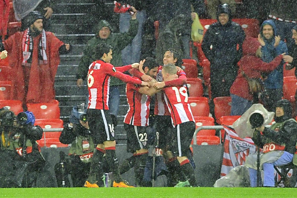 Raúl García celebra su gol que dio el triunfo al Athletic. (AFP)