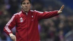 El Toto Berizzo da indicaciones desde el banquillo del Celta. (AFP)