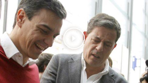 Pedro Sánchez y José Ramón Gómez Besteiro, el pasado jueves en La Coruña. (EFE)