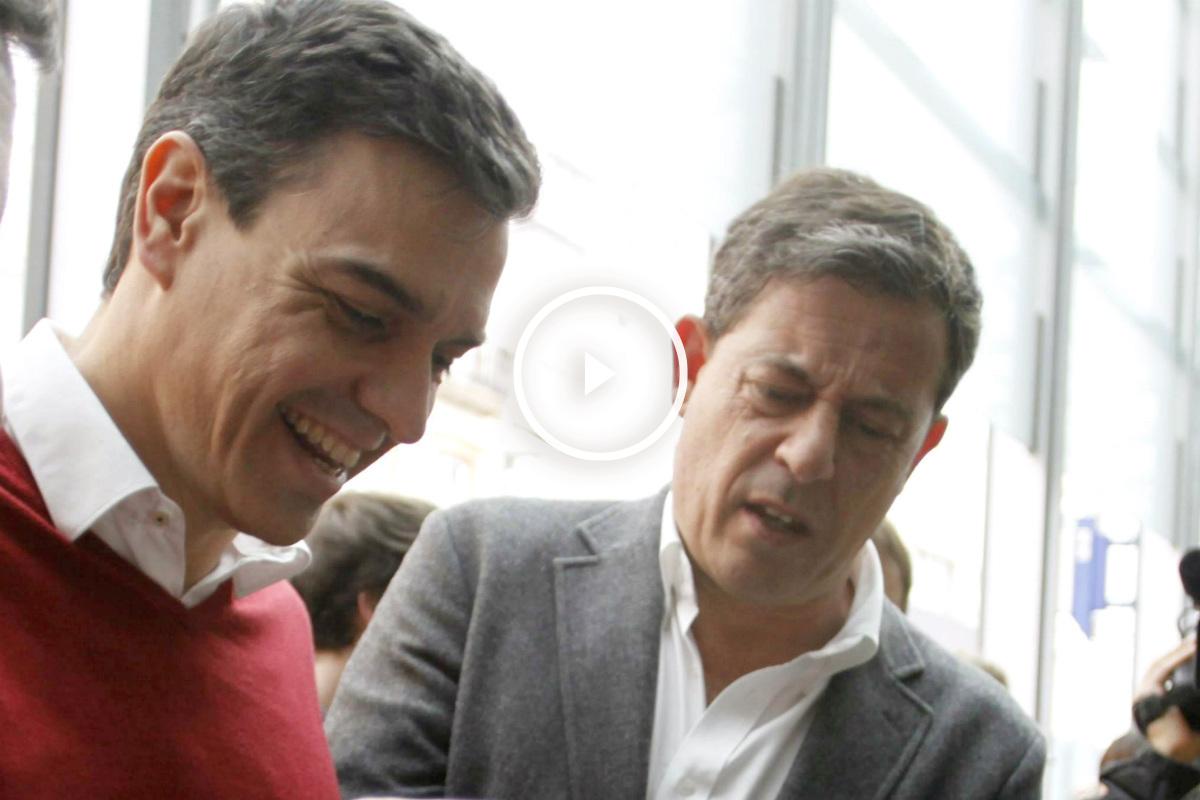 Pedro Sánchez y José Ramón Gómez Besteiro, en La Coruña. (EFE)