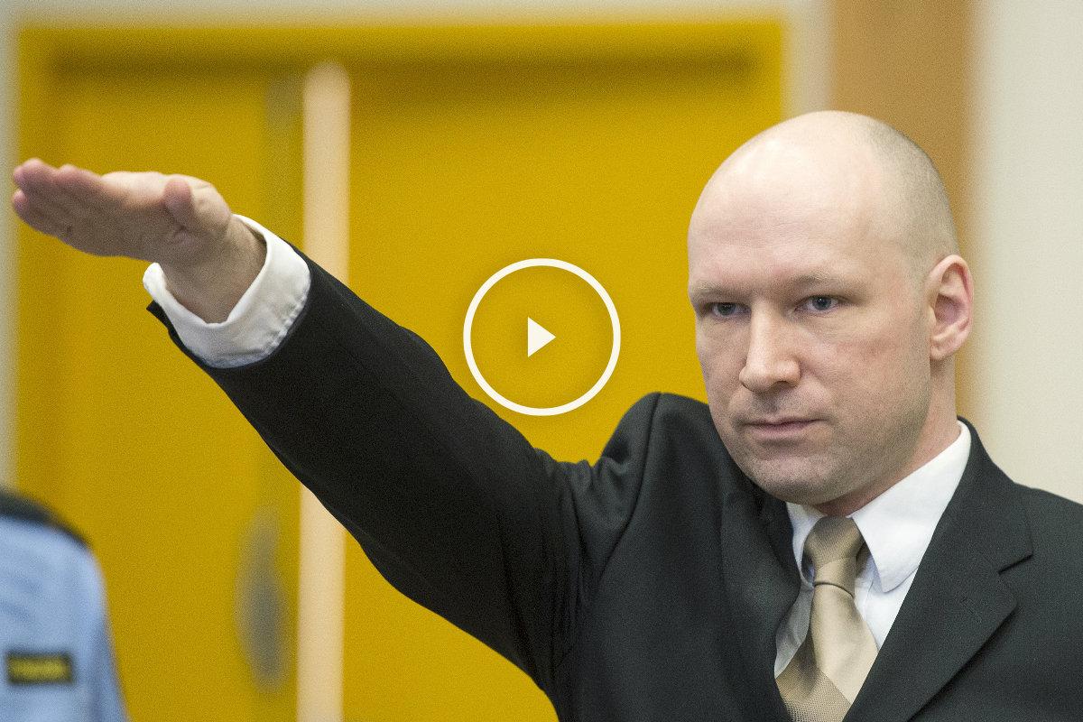 El asesino de 77 personas saluda al estilo nazi al entrar en el tribunal. (Foto: AFP)