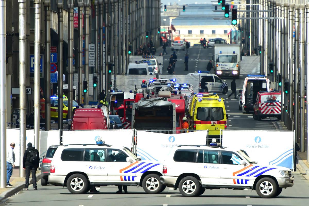 Coches de policía y ambulancias en el lugar del atentado (Foto: AFP).