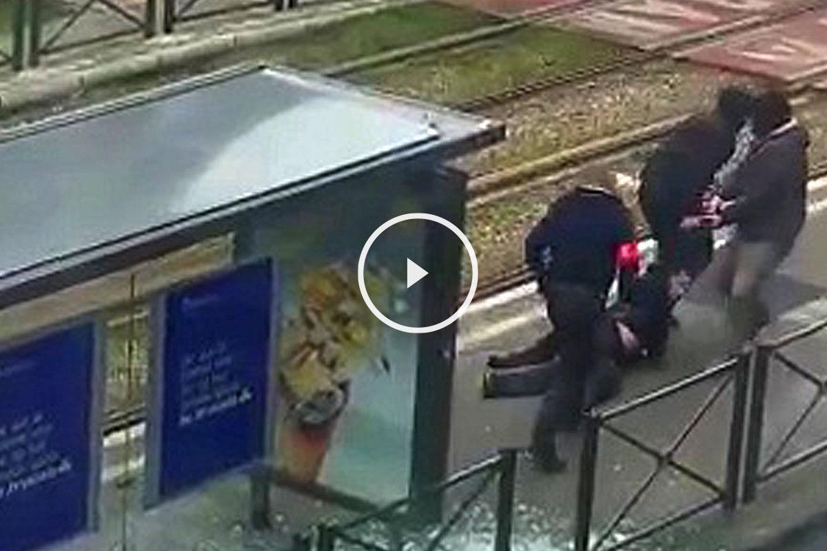 Arresto de un sospechoso en un andén. (Foto: Reuters)