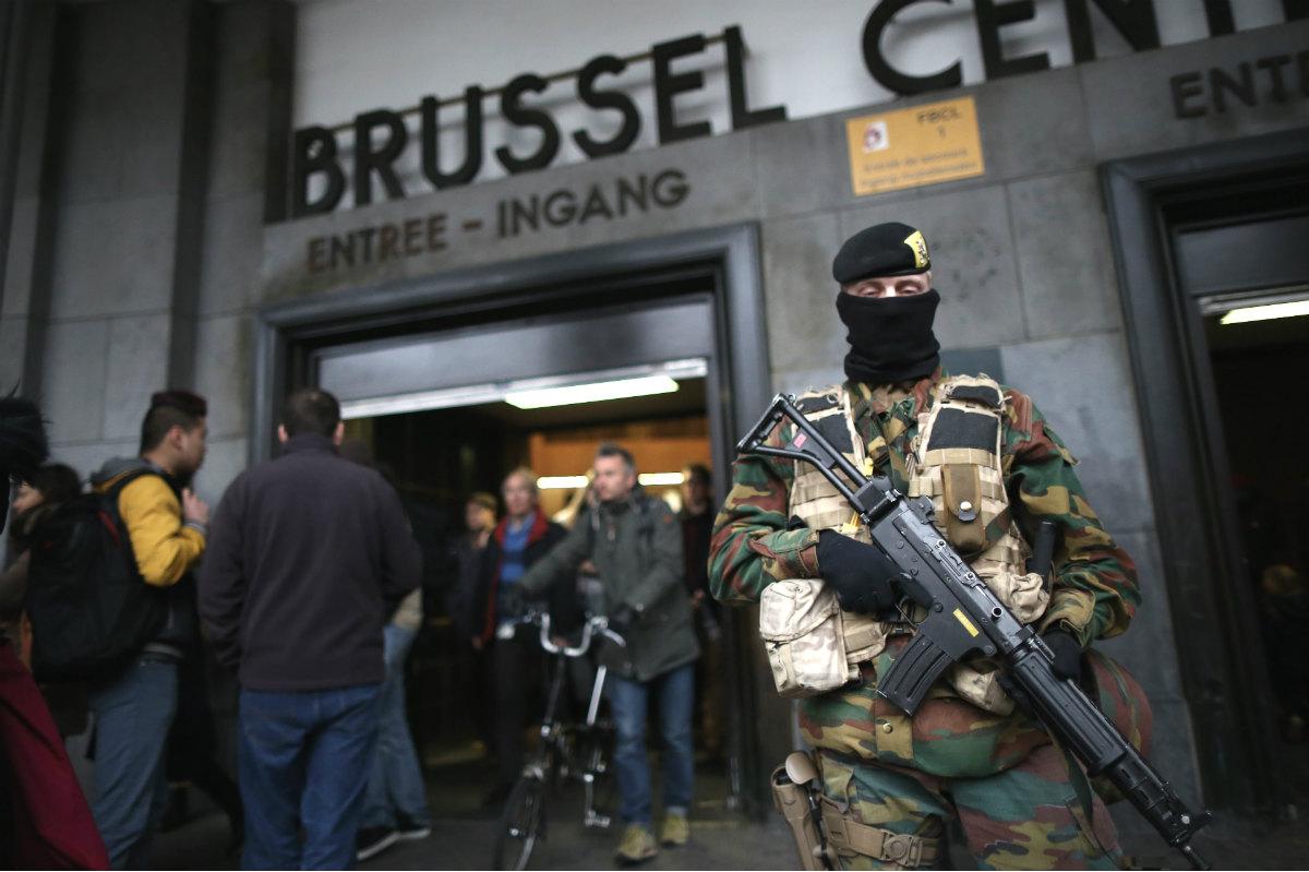 Efectivos del ejército desplegados por Bruselas. (Getty)