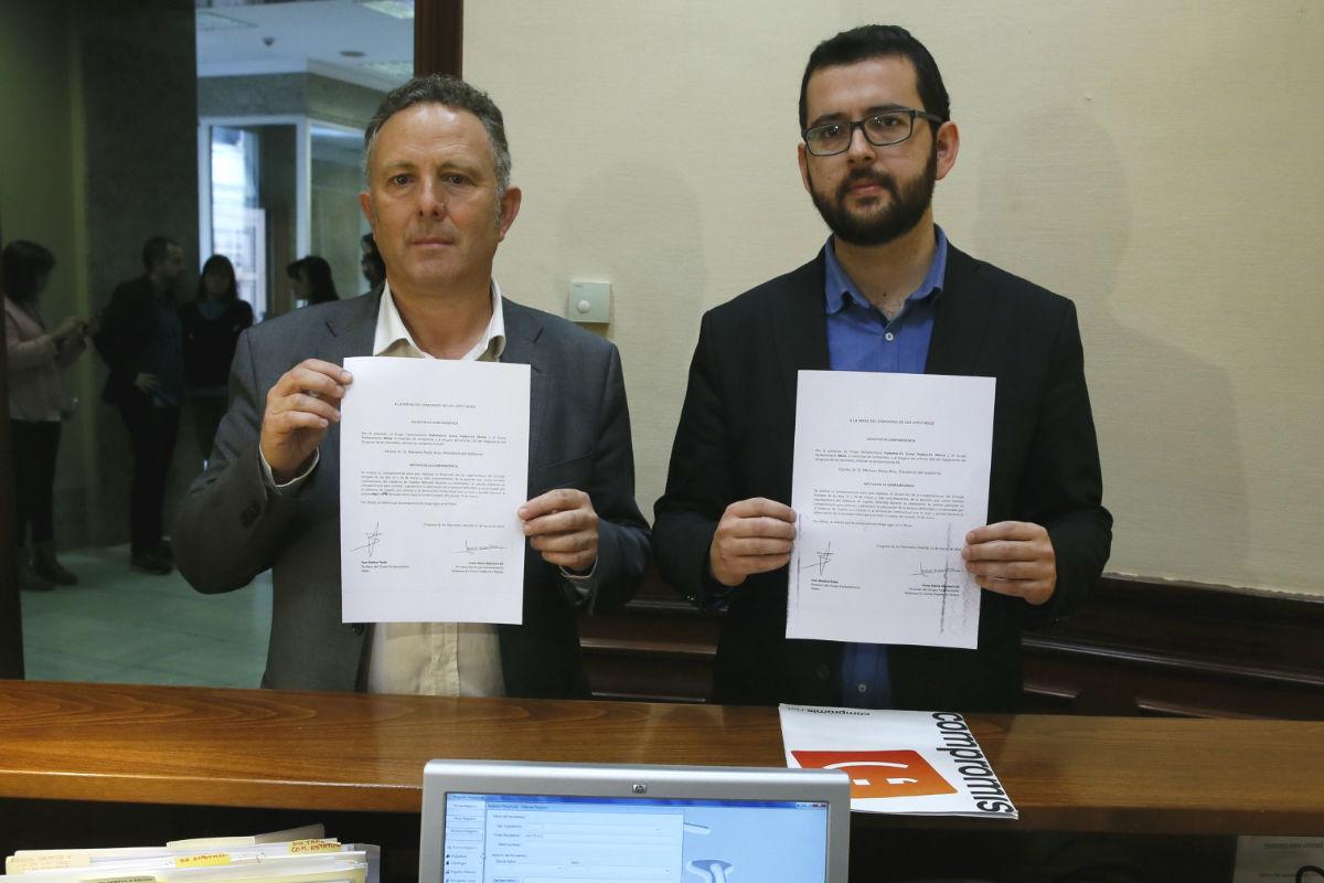 Los diputados de Compromís, Ignasi Candela (d) y Enric Bataller. (Foto: EFE)