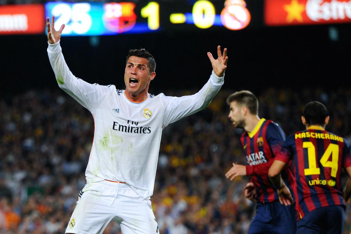 Cristiano Ronaldo protesta en el Camp Nou. (Getty)