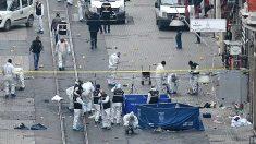 Equipos de emergencias en el lugar del atentado (Foto: AFP).
