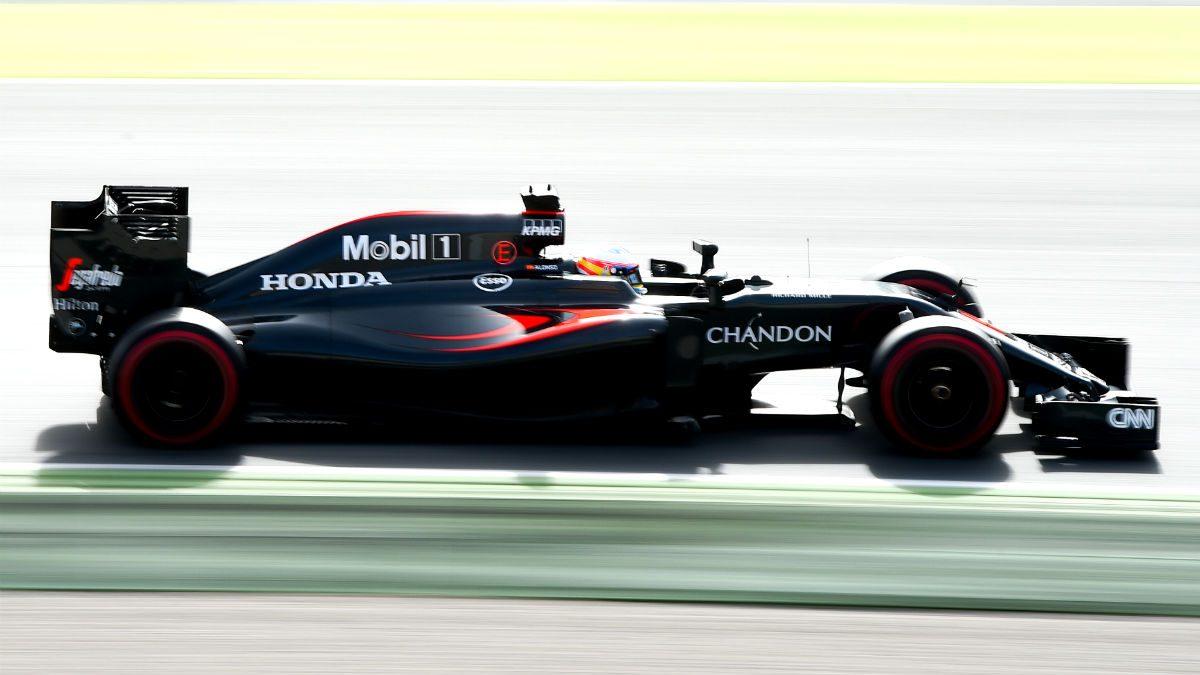 Fernando Alonso, con el McLaren en uno de los test de Montmeló. (Getty)