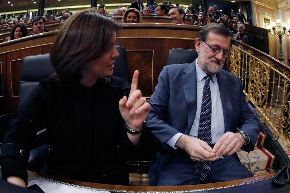 Mariano y Rajoy y Soraya Sáenz de Santamaría en el discurso de investidura (Foto: EFE).