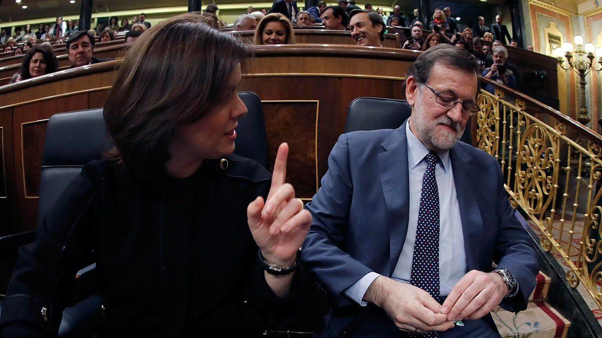 Mariano Rajoy y Soraya Sáenz de Santamaría en el discurso de investidura (Foto: EFE).