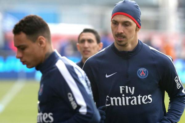 Ibrahimovic y Van der Wiel, en un entrenamiento. (AFP)