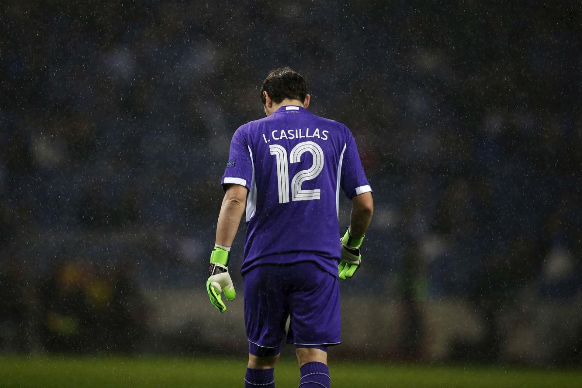 Iker Casillas, cabizbajo en un partido con el Oporto. (Reuters)