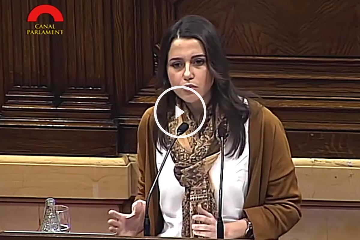 Inés Arrimadas, durante el Pleno contra la pobreza del Parlament de Cataluña.