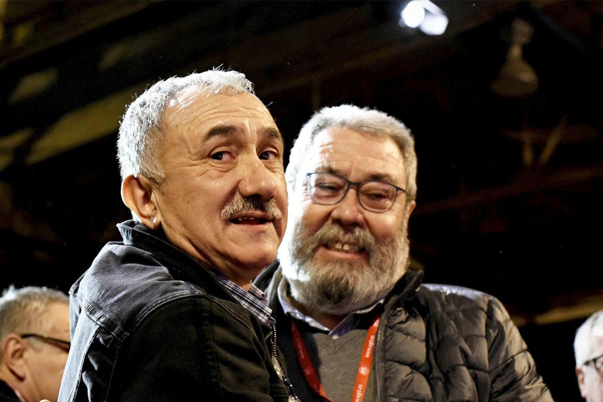 El actual secretario general de UGT, Josep Maria Álvarez, y su antecesor en el cargo, Cándido Méndez. (Foto: EFE).