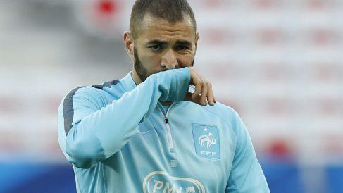 Karim Benzema, en un entrenamiento con Francia. (AFP)