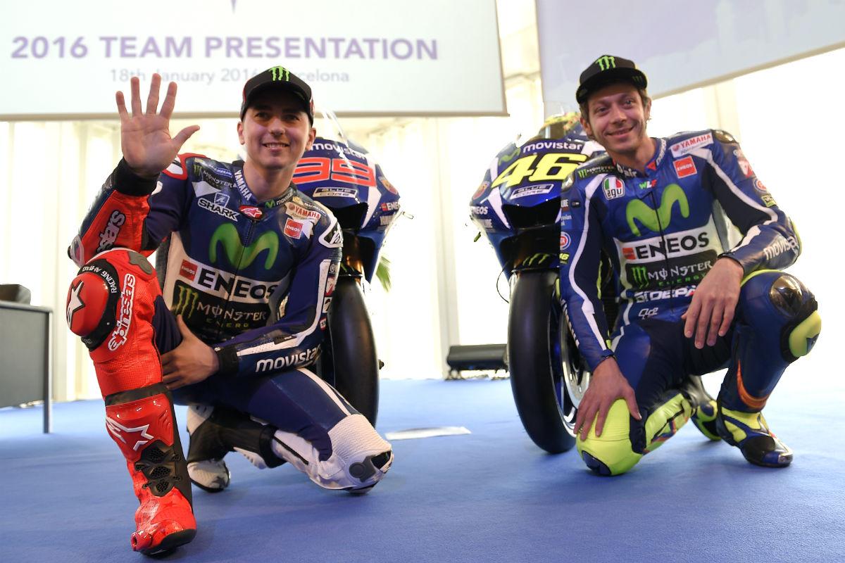 Jorge Lorenzo y Valentino Rossi, en la presentación del equipo Movistar Yamaha. (AFP)