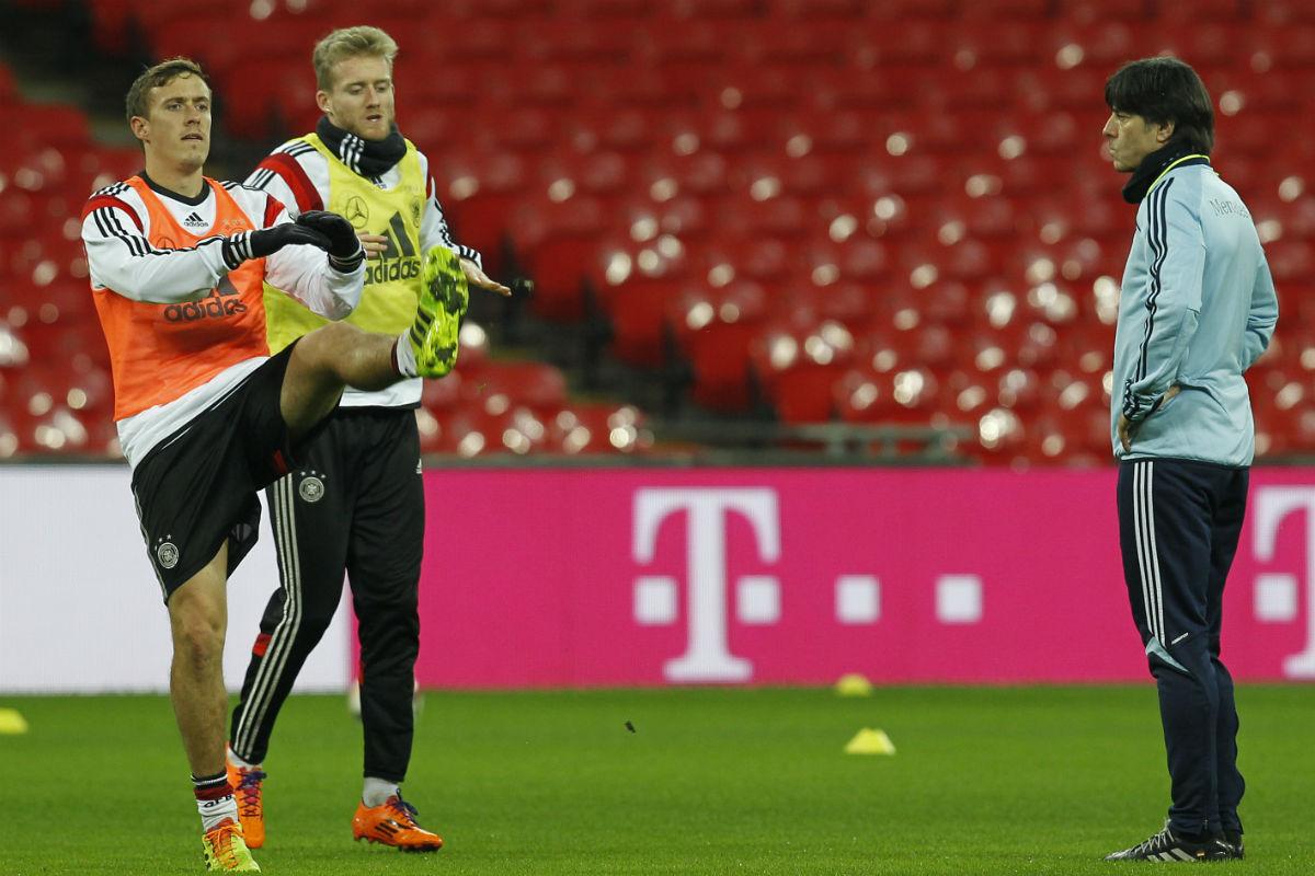 Löw, en un entrenamiento junto a Kruse y  Schürrle. (Getty)