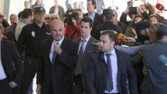 Manuel Chaves a su llegada al juzgado. (Foto: EFE)
