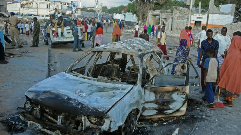 Imagen de archivo de un ataque con coche bomba en Mogadiscio, capital de Somalia. (Foto: AFP)
