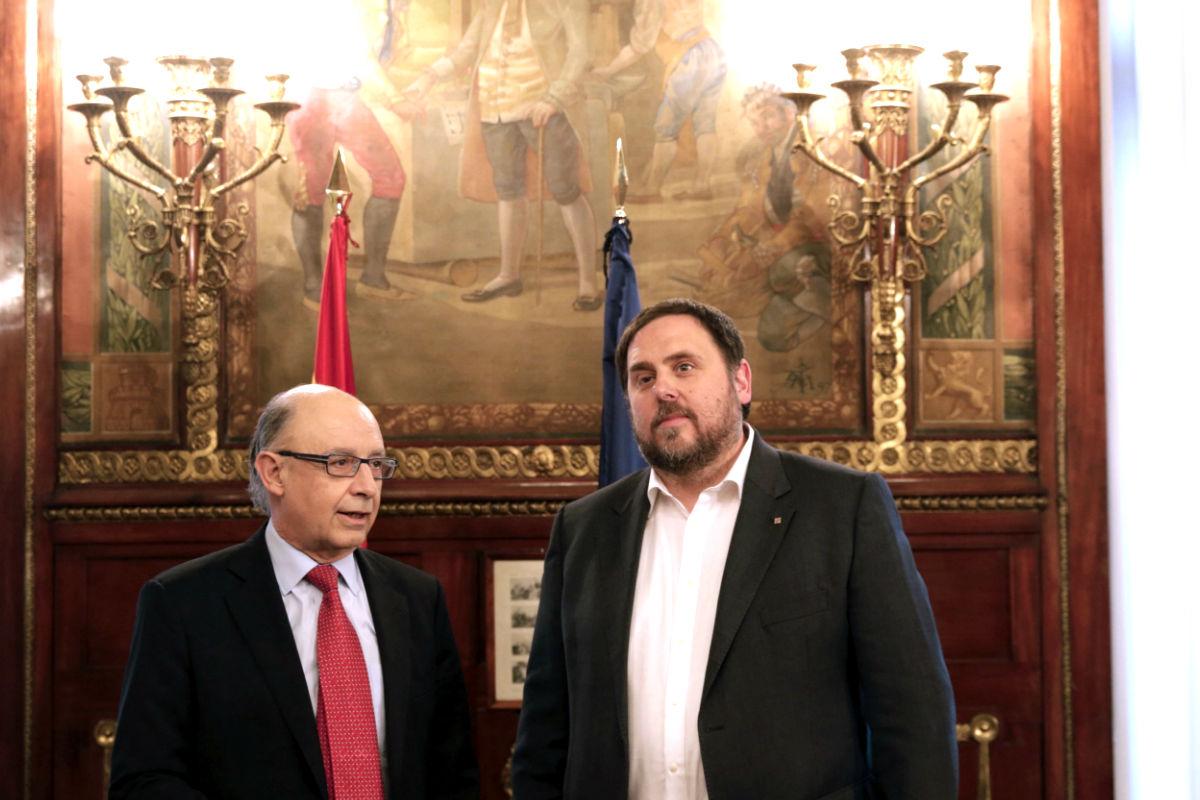 Montoro y Junqueras en la sede del Ministerio de Hacienda (Foto: Efe).