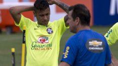 Neymar, en un entrenamiento con Brasil. (AFP)