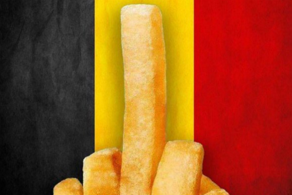 Uno de los tuits con patatas fritas en apoyo a los belgas.