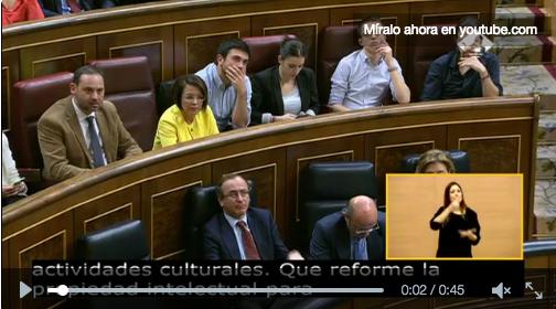 Ramón Espinar se cuela en el debate de investidura y se coloca una silla al lado de Irene Montero