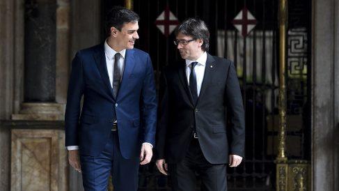 Carles Puigdemont, con Pedro Sánchez (archivo)