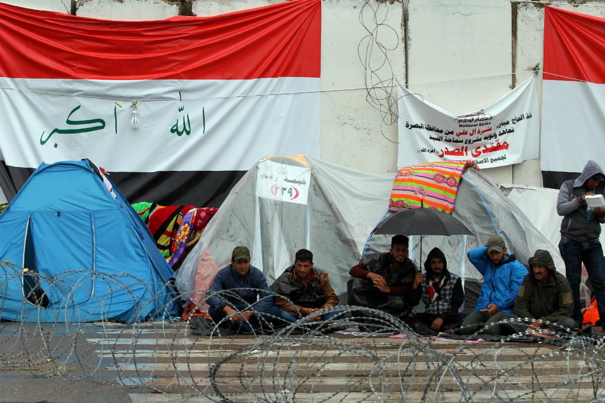 Acampada de seguidores del clérigo chií Muqtada al Sadr en Bagdad, donde se ha producido el ataque suicida. (AFP)