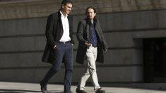 Pedro Sánchez y Pablo Iglesias a su llegada al Congreso de los Diputados. (Foto: EFE)
