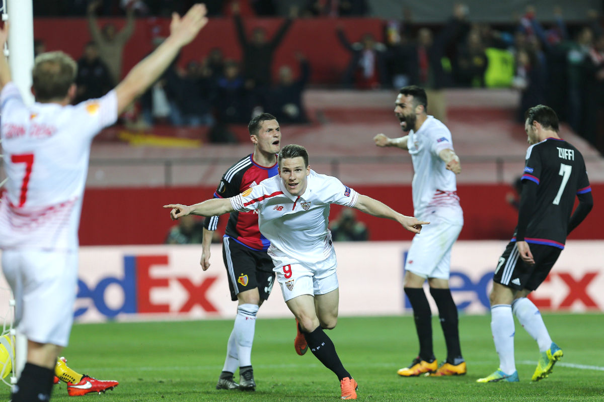 Gameiro celebra uno de sus goles ante el Basilea. (EFE)