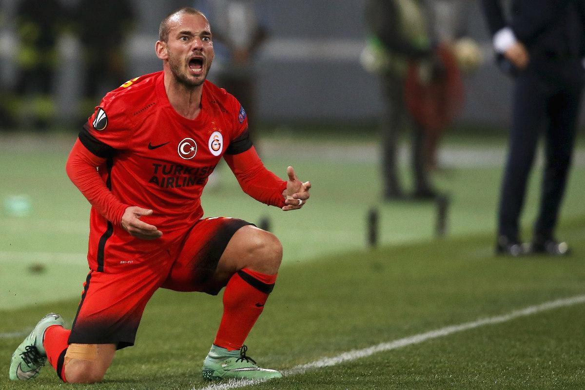 Sneijder durante un partido con el Galatasaray. (Reuters)