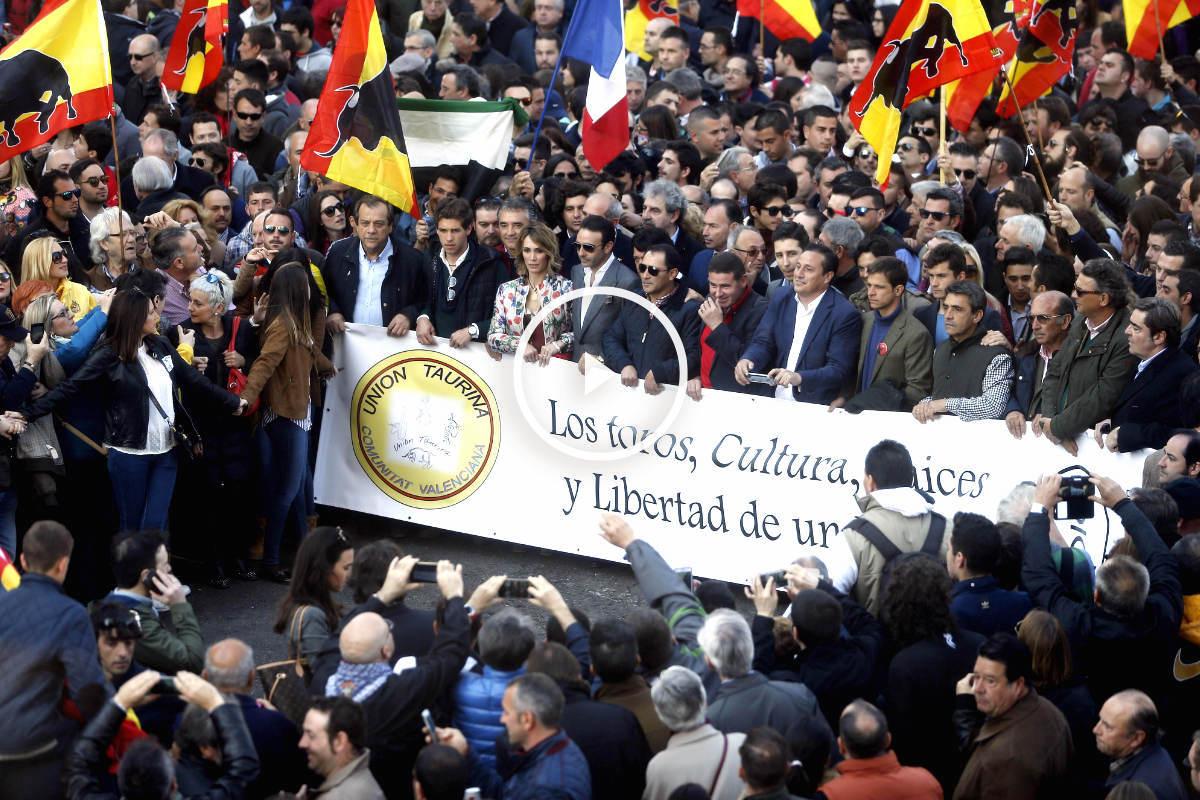 Imagen de la multitudinaria manifestación en Valencia a favor de los toros (Foto: Efe).