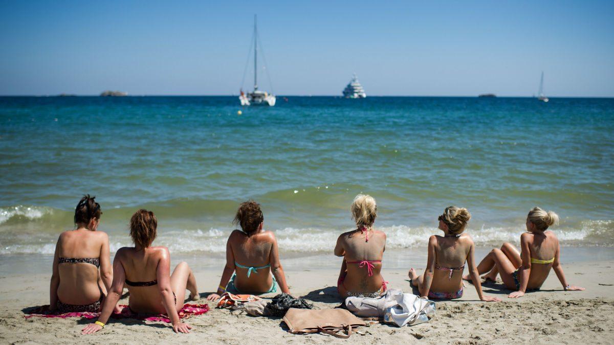 Turistas en una playa de Ibiza (Foto: GETTY).