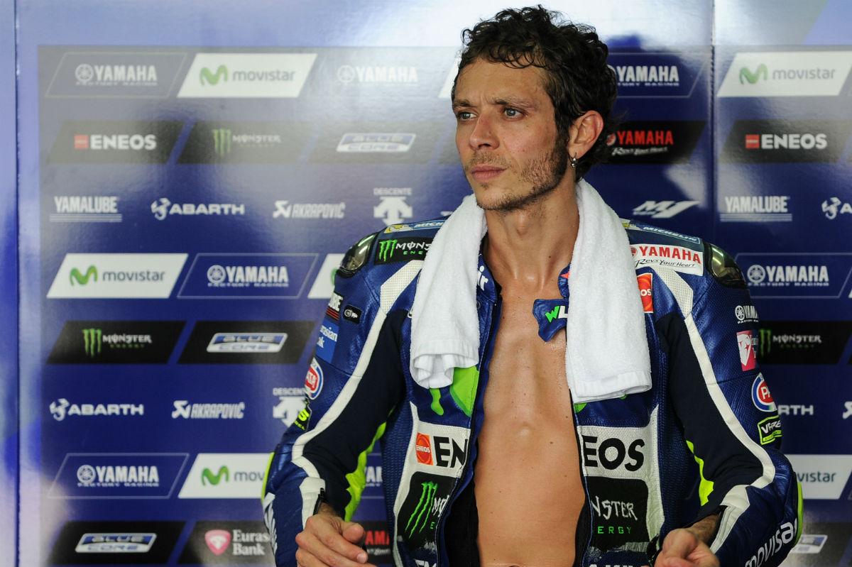 Valentino Rossi, en su box de Yamaha. (AFP)