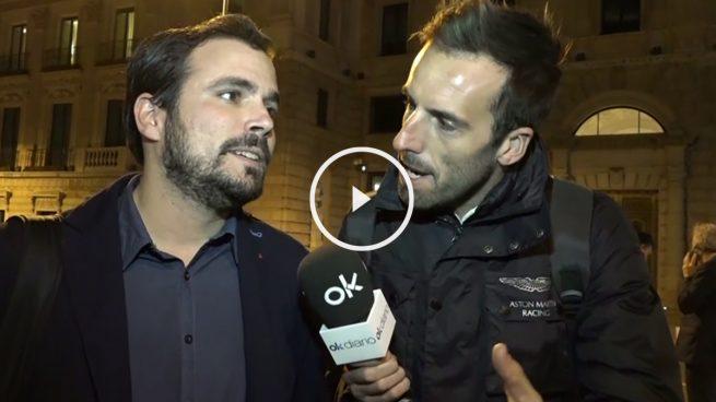 Alberto Garzón (IU) responde a Okjeda: «Lo del beso estaba fuera de guión»